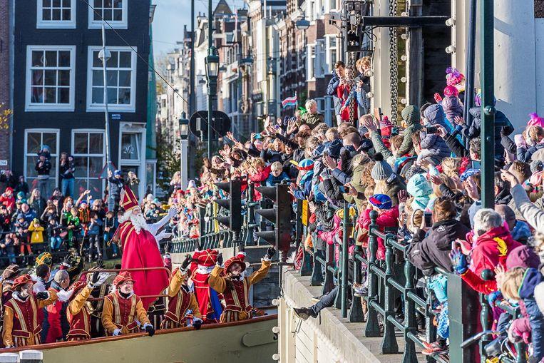 Zondag meert Sint aan Beeld Sint in Amsterdam