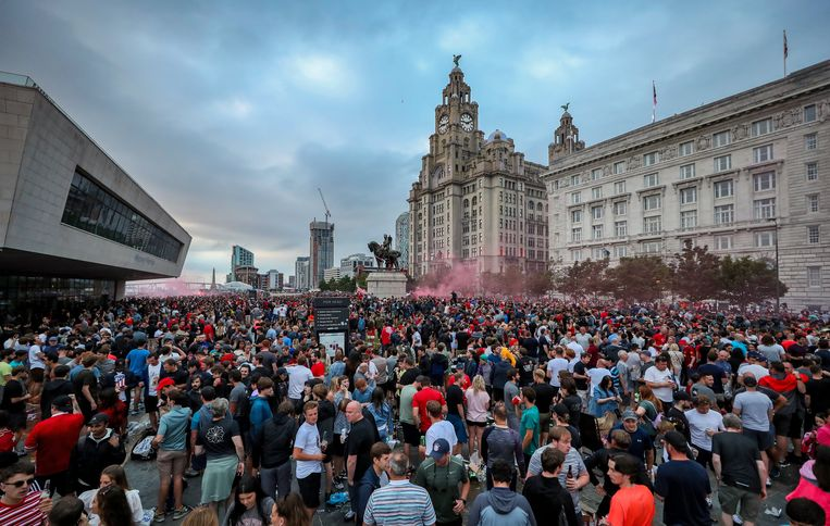Liverpool fans let off flares outside the Liver Building in Liverpool. ! only BELGIUM !