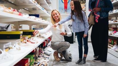 1 op de 5 verkopers negeert klant volledig: glimlachcoach moet winkeliers leren lachen
