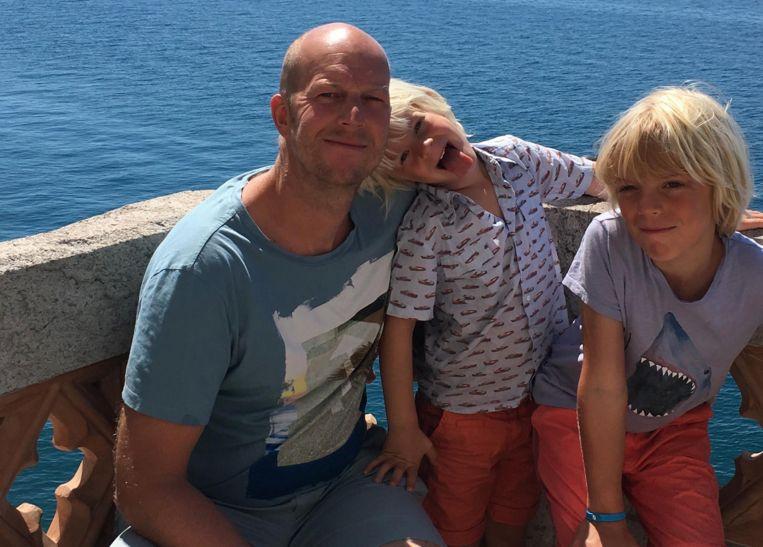 """Carl en zijn zonen Jules en Max. """"Ik heb mijn boot naar hen vernoemd: Jaxx."""""""