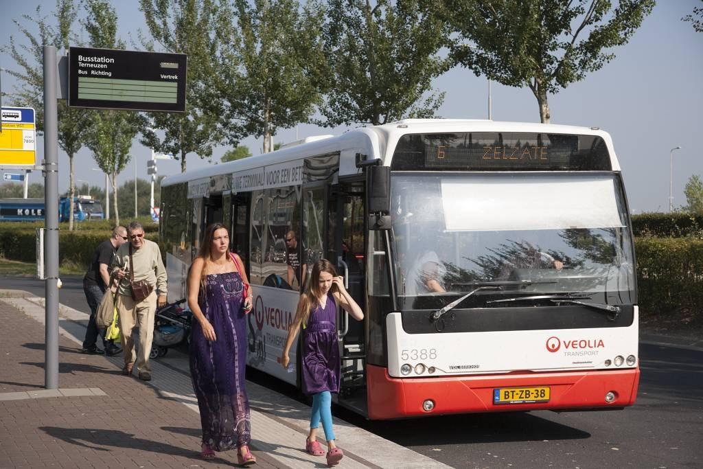 Lijn 6 van busstation Terneuzen naar Zelzate verdwijnt mogelijk per 1 januari 2015, waarmee verbinding met Gent helemaal wegvalt. foto Mark Neelemans