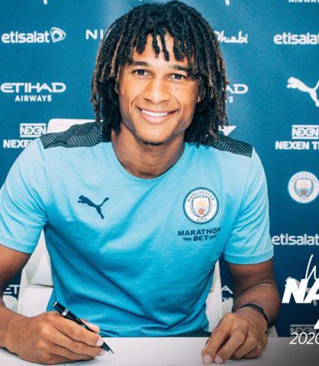 Aké tekent voor vijf jaar bij Manchester City