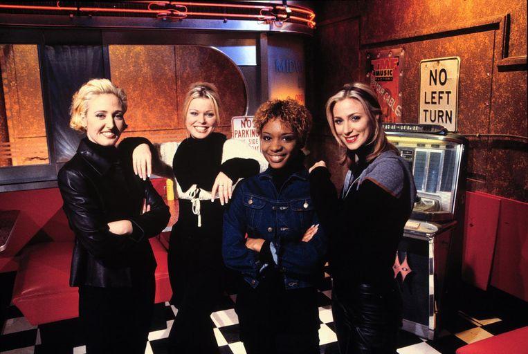 De presentatrices van muziekzender TMF: Isabelle Brinkman, Bridget Maasland, Sylvana Simons en Isabelle de Vries (1996). Beeld Kippa