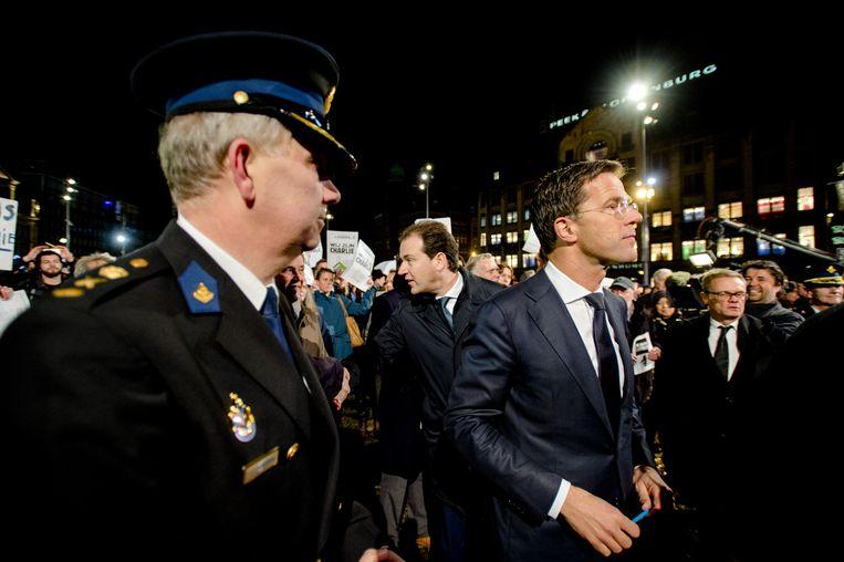 Lodewijk Asscher en Mark Rutte, gisteren tijdens de demonstratie op de Dam in Amsterdam. Beeld anp