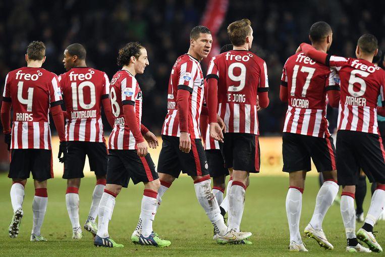 Het seizoen 2014-2015. PSV heeft gescoord tegen Go Ahead. Jeffrey Bruma (midden) zette de aanval op met een lange pass. Beeld Guus Dubbelman