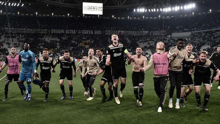 Ajax viert de overwinning op Juventus in Turijn. Beeld afp