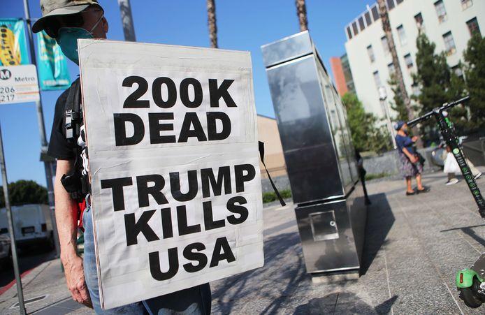 Un manifestant anti-Trump à Los Angeles, le 21 septembre 2020.