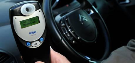Dronken automobilist zonder rijbewijs van de weg geplukt in Neede