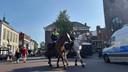 Ook politie te paard in het centrum van Enschede
