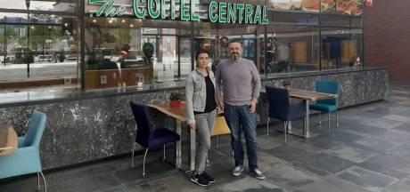 Erkan en Melek laten frisse wind waaien in Coffee Central op station Almelo: 'Wij geloven in deze zaak'
