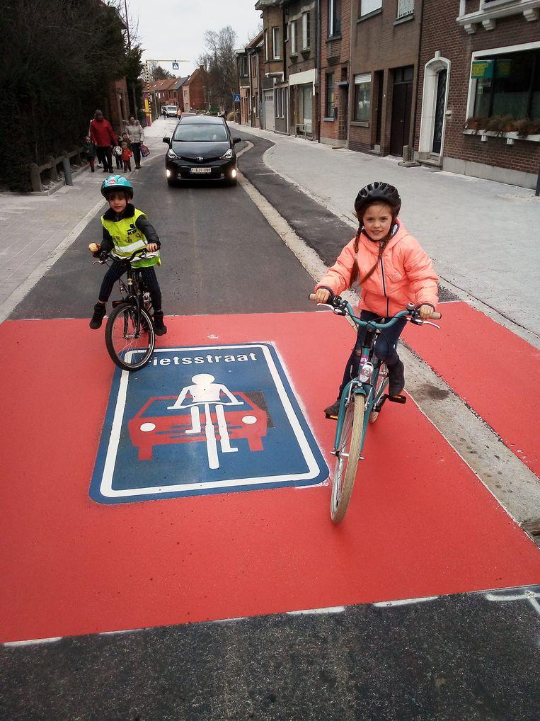 In fietsstraten mogen automobilisten niet inhalen.