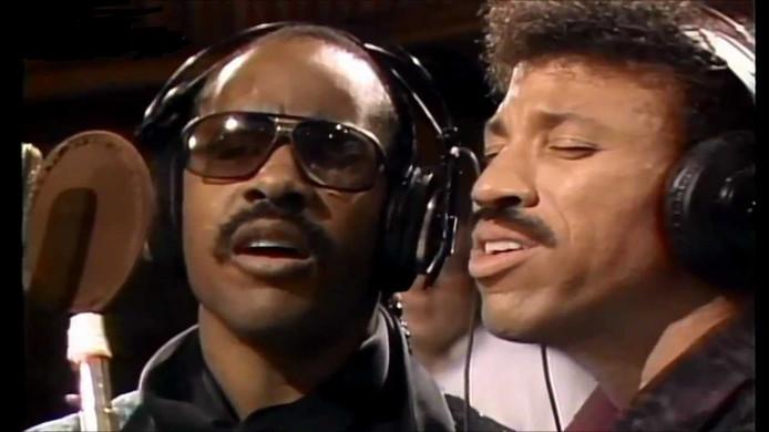 """Lionel Richie (à droite) lors de l'enregistrement de """"We Are The World""""."""