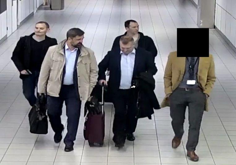 De vier Russische spionnen vlak na hun aankomst in Nederland.