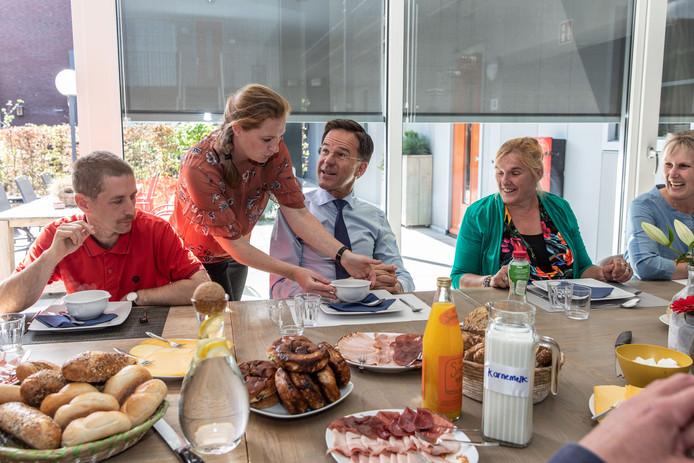 Aan de lunch met medewerkers en cliënten van Zeeuwse Gronden.