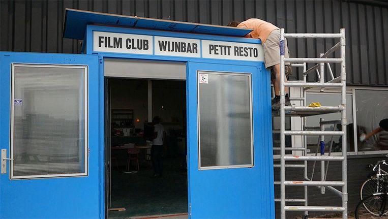 De ingang van de nieuwe bioscoop/bar Beeld Foodtube