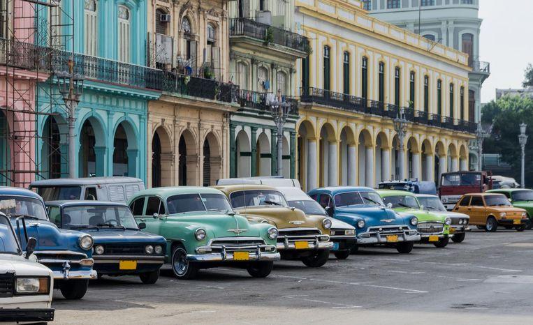 Hoe je Havana kan typeren? De oude auto's en de kleurrijke huisjes.