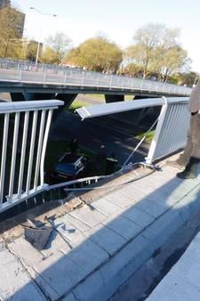 Auto van talud na aanrijding op Orpheuslaan Eindhoven