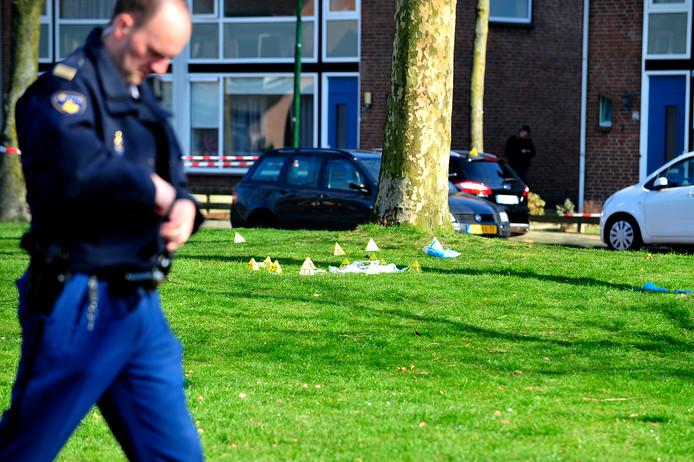 Op het gras bij de Telstarlaan werden twee Duitsers in 2012 met een kogelregen geconfronteerd. Een van de twee overleefde de ruzie in het drugsmilieu niet.