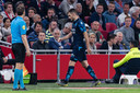 2019: Matus Bero van Vitesse moet in Amsterdam inrukken met rood.