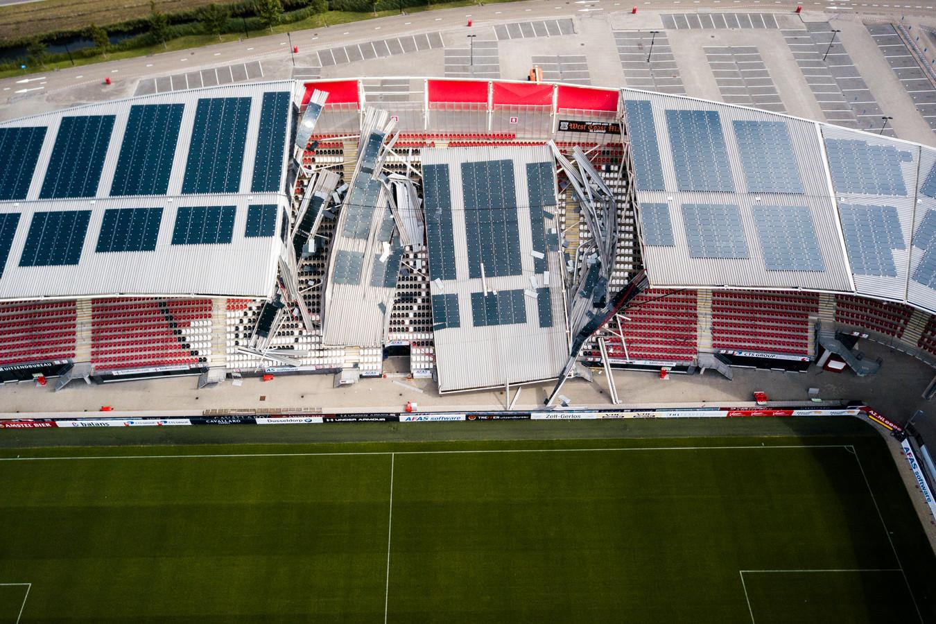 Het ingestorte dak van het AZ-stadion.