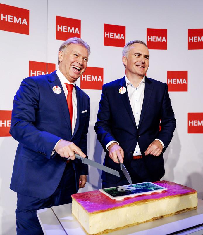 Marcel Boekhoorn en Hema-topman Tjeerd Jegen tijdens de persconferentie over de overname.