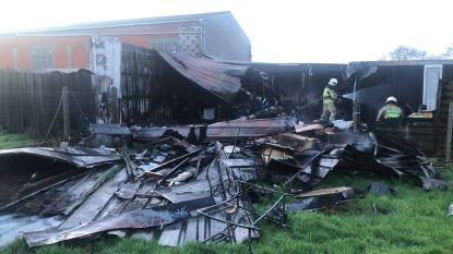 Uitslaande brand legt voormalig naaiatelier in de as