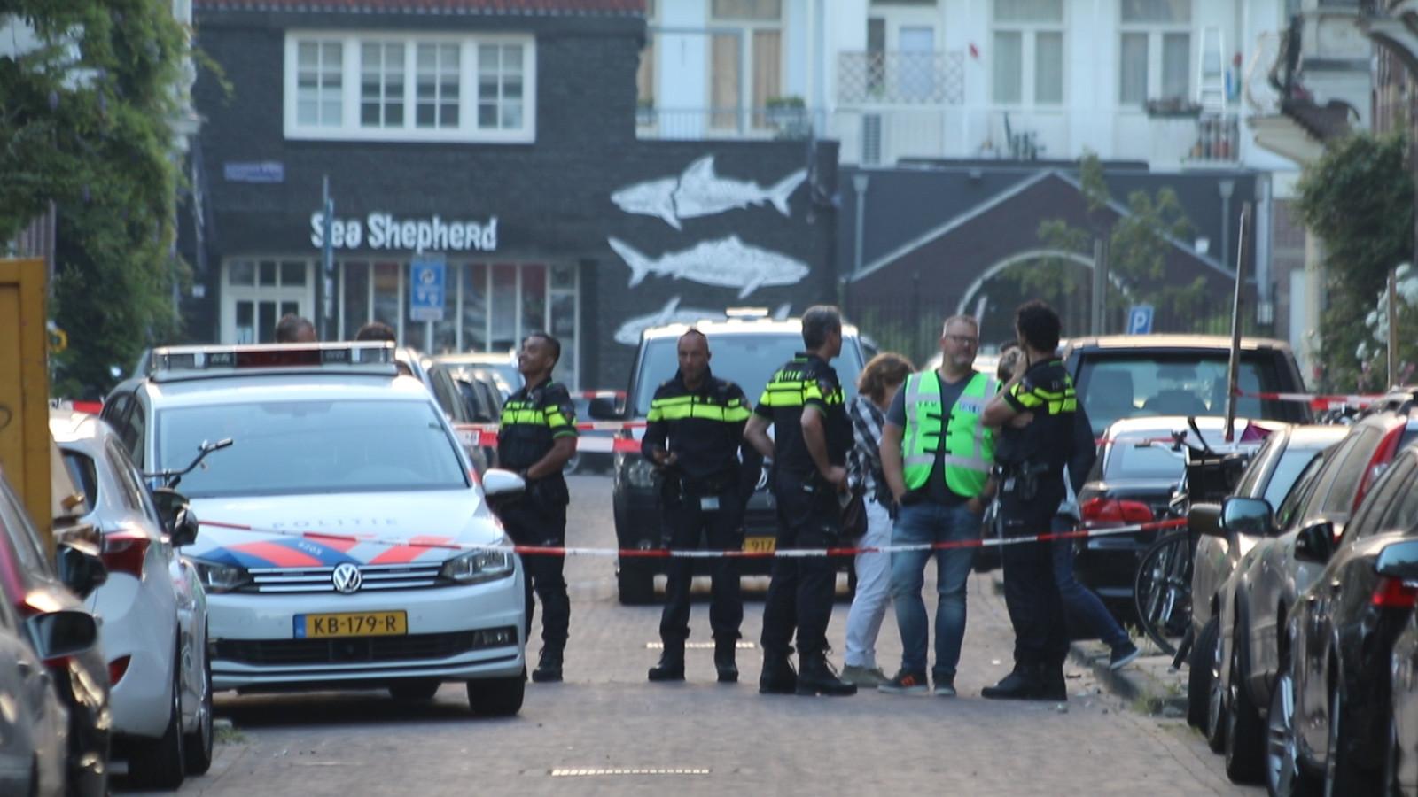 De plek van de explosie werd afgezet door de politie.