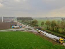 Ongewenst publiek bij bouw van windturbines op de Bijvanck: Pure Energie sluit bouwterrein af