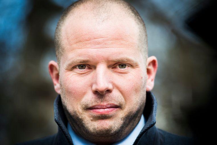 Staatssecretaris voor Asiel en Migratie Theo Francken (N-VA), die door premier Michel op de vingers werd werd om een reeks ongenuanceerde tweets aan het adres van Artsen Zonder Grenzen (AzG), wordt morgenavond in de Ledeganckstraat verwacht voor een lezing aan het Vlaams Rechtsgenootschap (VRG).