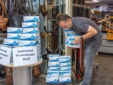 Mondkapje rukt op in Zwolse winkelstraten: 'Maar aan wennen dat het voorlopig moet'