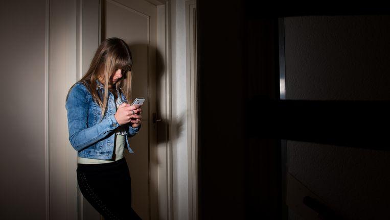 Appen en mailen lijkt steeds vanzelfsprekender te worden. Jongeren hebben daarentegen vaak moeite met telefoneren. Beeld anp