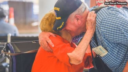 Na een zoektocht van 67 jaar, ontmoet deze vrouw eindelijk haar zoon