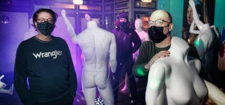 Huh? Een feestje? Utrechts café houdt ouderwetse clubavond, maar dan met paspoppen op de dansvloer