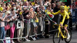"""Welshe mensenzee ontvangt Tourwinnaar Thomas: """"Dit is bonkers! Ik dacht dat enkel mijn vrouw en hond me zouden opwachten"""""""