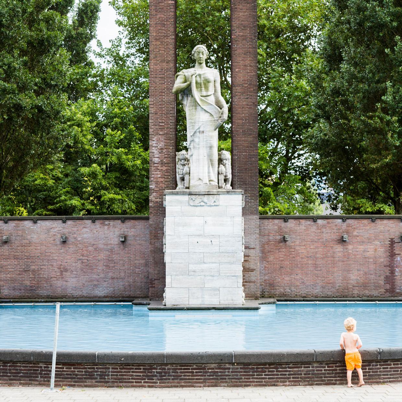 Het Monument Indië-Nederland op het Olympiaplein. Beeld Tammy van Nerum