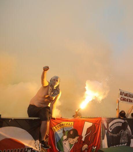 Ook met minister in het stadion negeren Bulgaarse voetbalfans massaal coronaregels