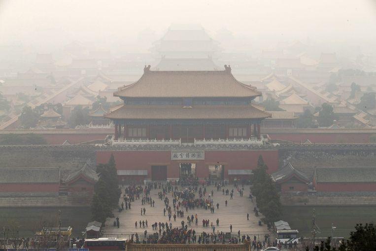 Smog boven Peking. Beeld anp