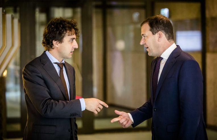 Jesse Klaver (Groenlinks) en Lodewijk Asscher (PVDA) in gesprek in de Tweede Kamer.  Beeld ANP