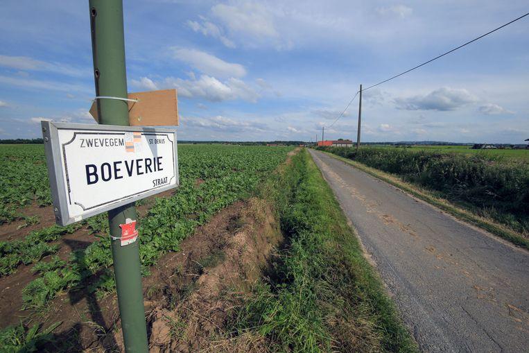 Engie Electrabel en Eneco Wind België plannen zes windmolens van 150 meter (200 meter met rechtopstaande wieken) op het landbouwgebied tussen de deelgemeentes Moen, Bossuit, Sint-Denijs en Helkijn.
