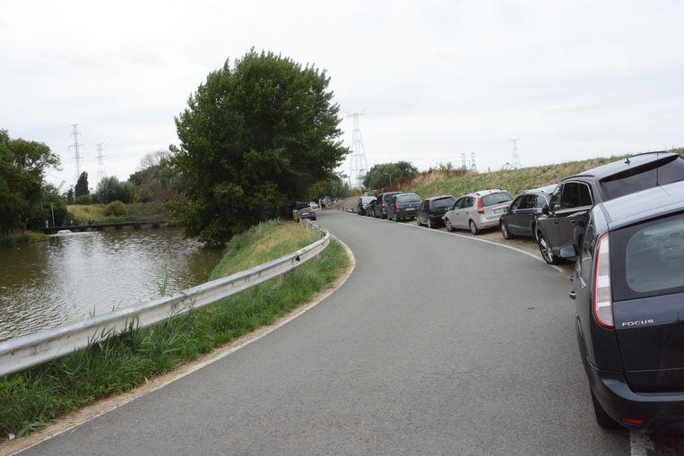 Momenteel wordt er bij evenementen in de bermen geparkeerd.