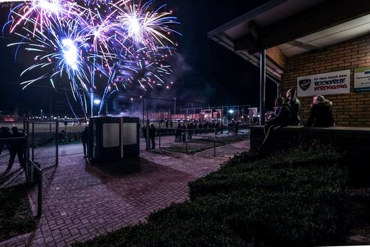 Sportpark Dichteren maakte kennis met het vuurwerk van Harrie Boem.