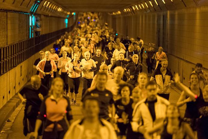 De Rotterdam Running Crew  houdt vaker runs op bijzondere plekken in de stad.