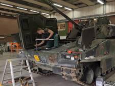 Exoskelet beschermt ruggen militaire monteurs: 'Wie fit binnenkomt, moet fit naar huis kunnen'