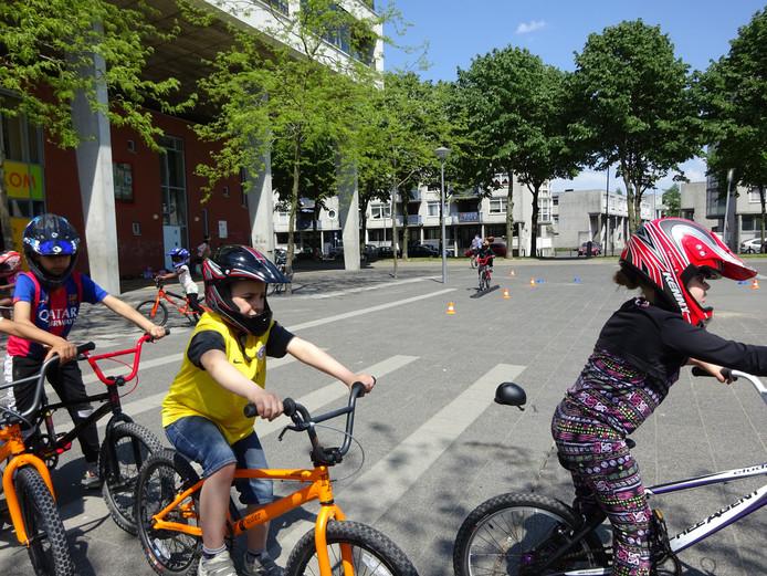 Scholen kunnen gebruikmaken van de BMX Fietsschool, die kinderen op sportieve wijze fietsvaardigheid bijbrengt.