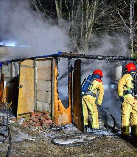 Schuur afgebrand in Hooge Mierde, brandweer voorkomt erger