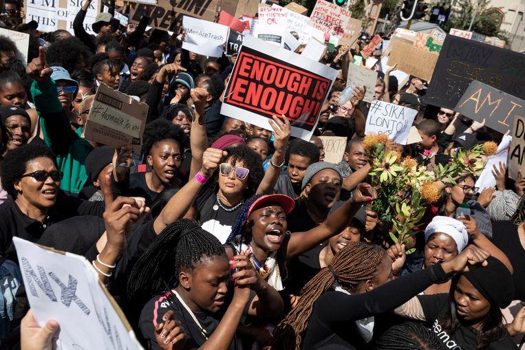 Vele duizenden vrouwen demonstreerden vorige week in Kaapstad tegen seksueel geweld. Toen president Ramaphosa in zijn toespraak zei dat hij wist wat ze doormaakten, werd hij uitgejouwd. Beeld EPA