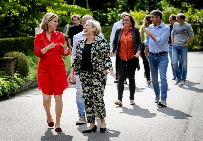 Minister Cora van Nieuwenhuizen en minister Ank Bijleveld,