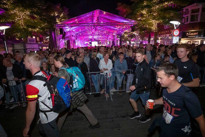 Ook in Waalwijk veel volk op de been voor de 80 van de Langstraat
