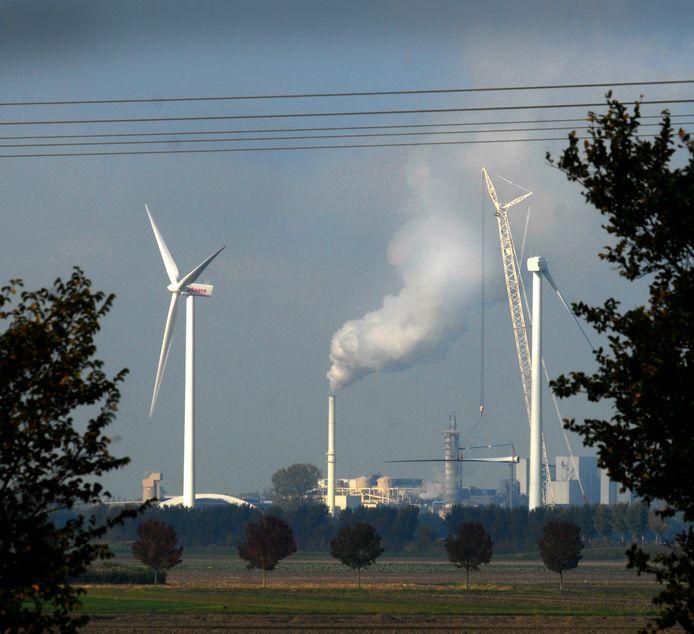 De windmolens aan de St. Antoinedijk bij Stampersgat.