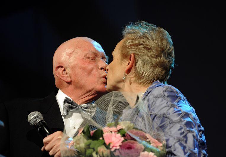 Het echtpaar Jaap en Els Blokker in 2010, toen Jaap een Lifetime Achievement Award kreeg op het Retail Jaarprijs Gala in Hilversum. Beeld null
